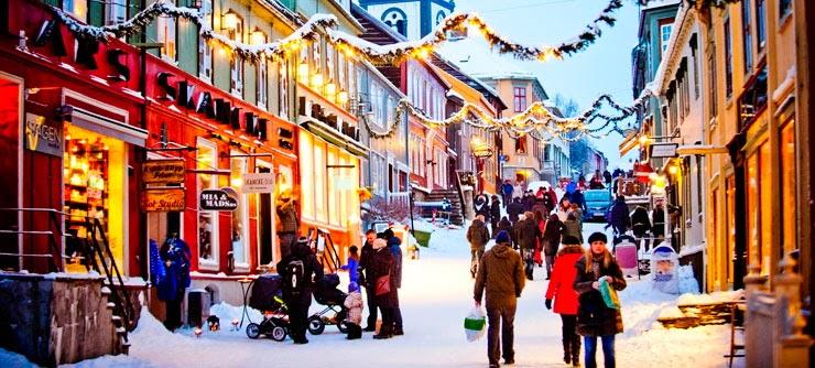 Røros, Norway - Christmas shopping (Photo: Visit Norway)