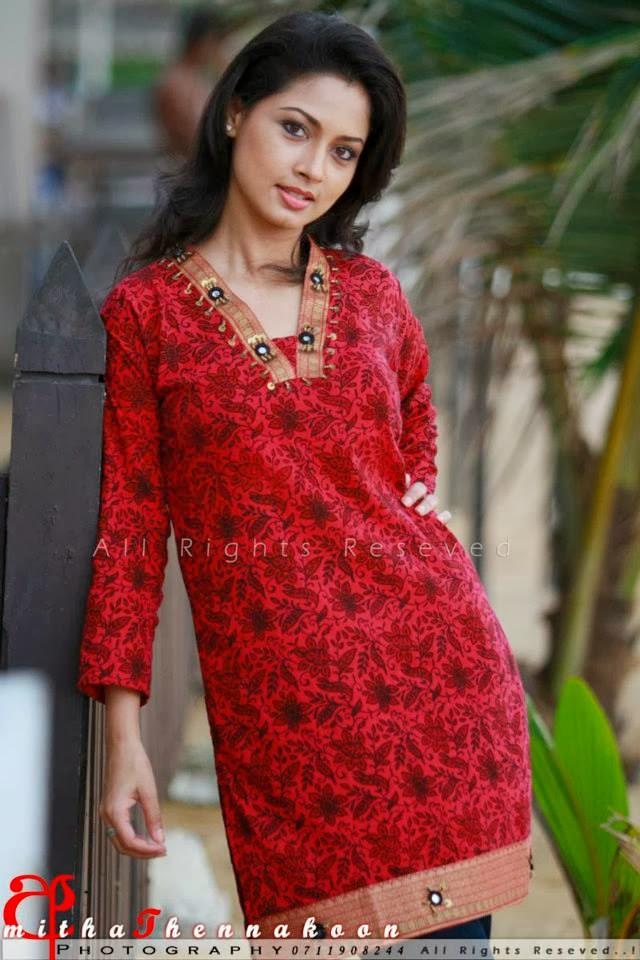 Pooja Umashankar Nude Photos 23