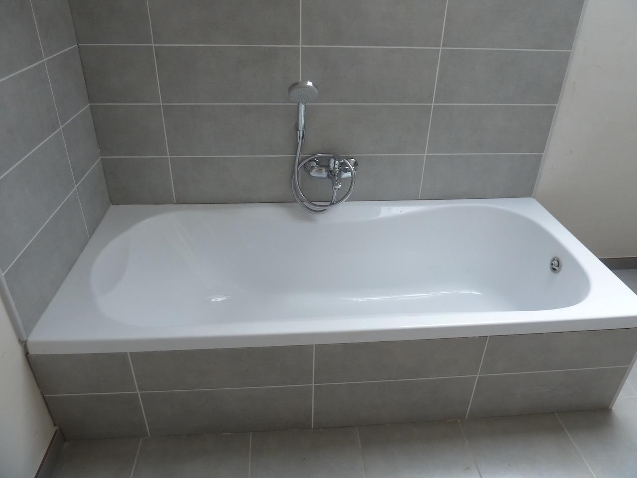 changer robinet baignoire sans trappe cheap joint de baignoire comment le retirer et le poser. Black Bedroom Furniture Sets. Home Design Ideas