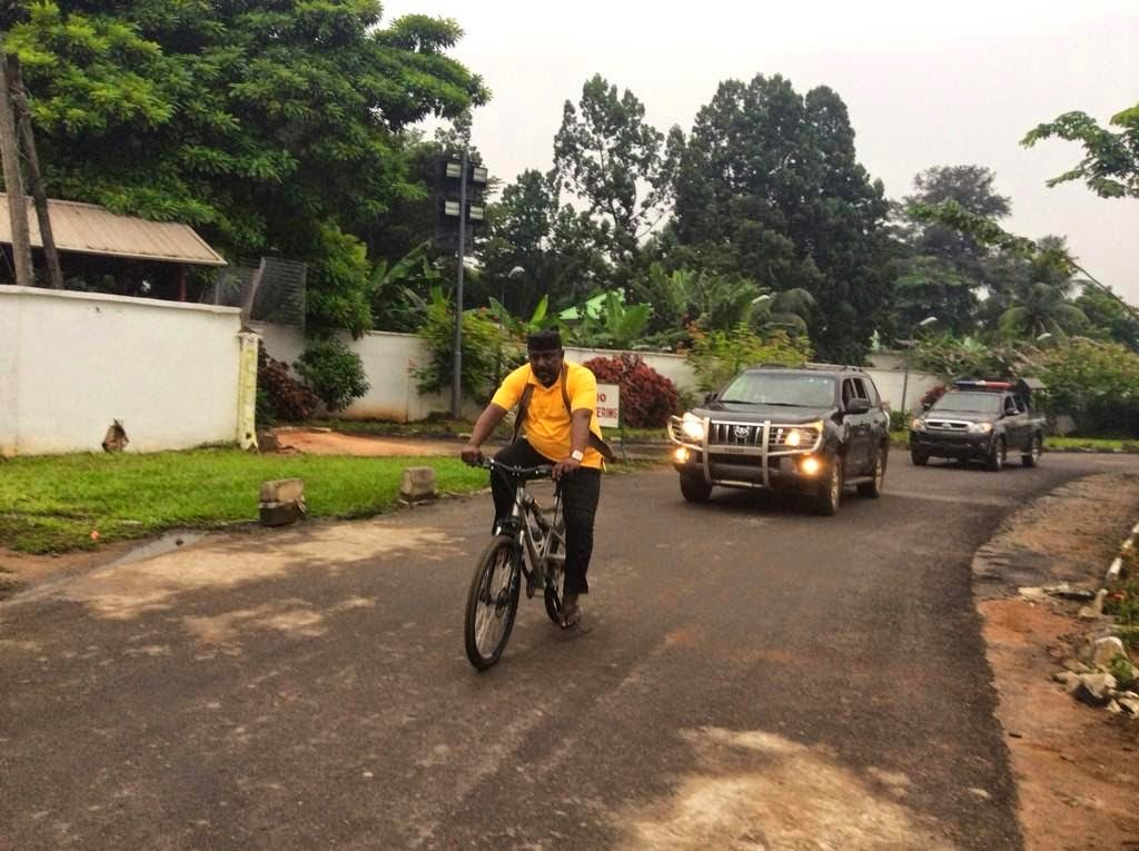 [TRENDING PHOTO] Governor Rochas Exercises Like The True Ibo Man That He is! {LOOK}