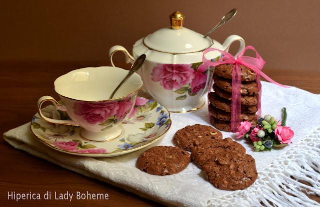 hiperica_lady_boheme_blog_di_cucina_ricette_gustose_facili_veloci_dolci_biscotti_mandorle_e_cacao