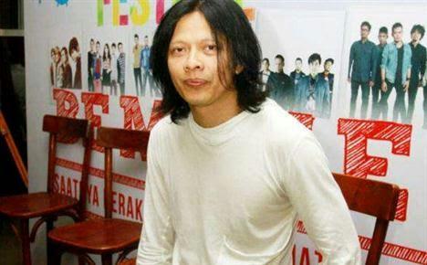 Armand Maulana ngaku sakit hati saat lagu GIGI band diputar di lapak-lapak CD bajakan.