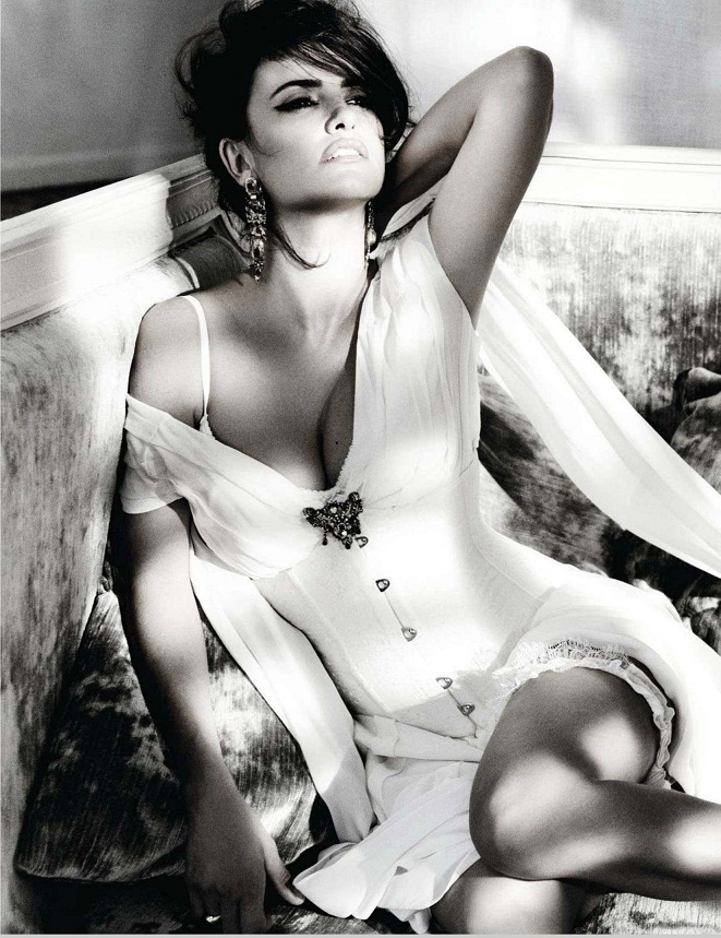 Penelope Cruz is her sultry best for Vogue Spain, November 2012