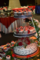 1 TIERS CAKE + 50PCS CUPCAKES