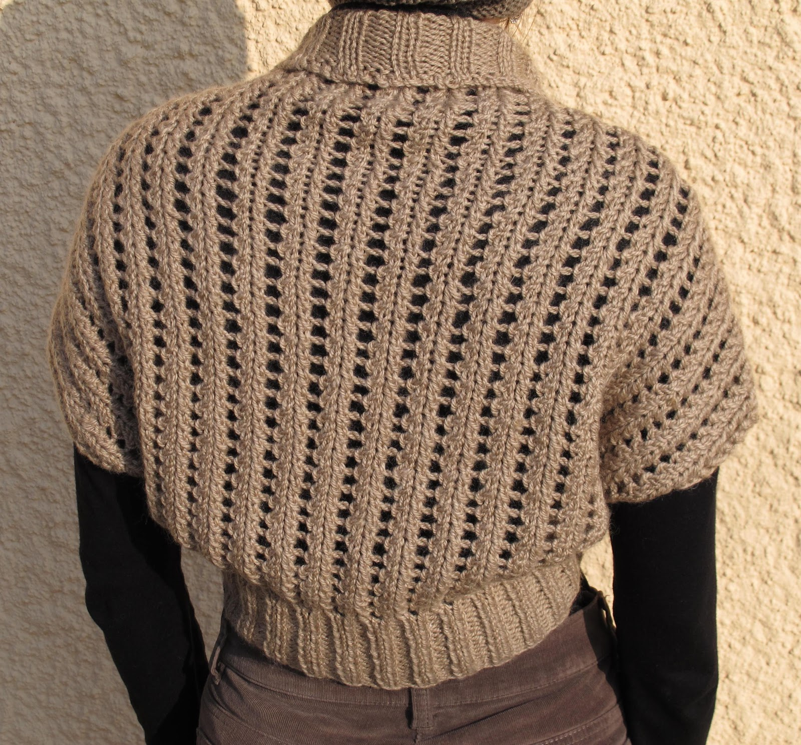 Double clic et vieilles dentelles: Le cache-épaules de Kelly Maher (Ribbed Lace Bolero)