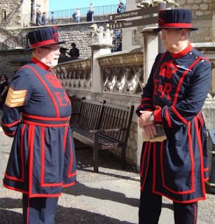beefeaters guardias custodios londres london
