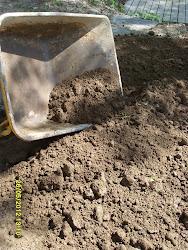 Tarvitsetteko multakärryjen kuljettajaa vaikeassa maastossa apumiehenä / puutarhurina?