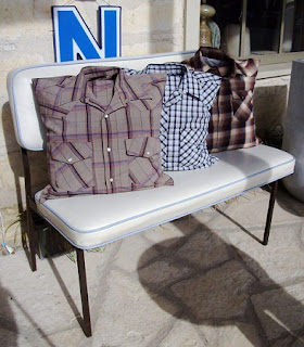 Cojines con Camisas Recicladas