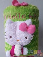 Sarung galon boneka hello kitty warna hijau