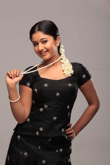 cute and sexy poonam bajwa photos