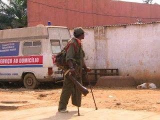 Angola: Falta de matéria-prima para produção de próteses dificulta vida de deficientes