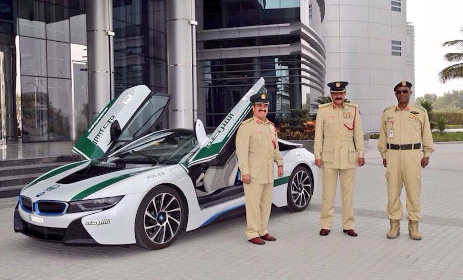 ドバイ警察が「BMW i8」をパトカーに採用!
