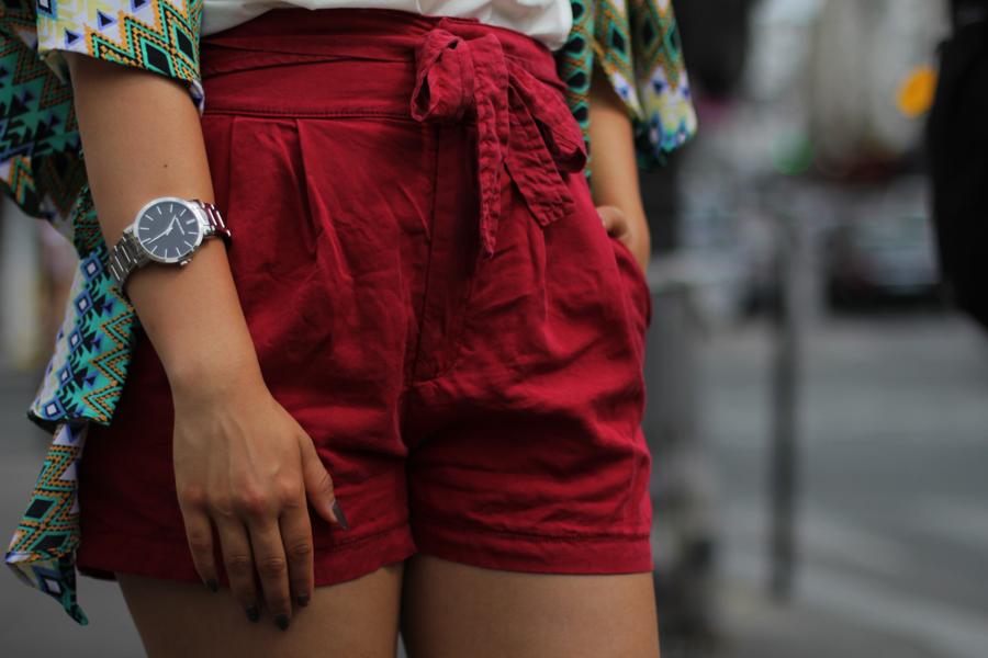 travel shorts airport look paris