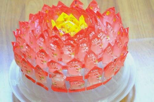 Cách làm hoa sen bằng kẹo Oishi đón Tết 4