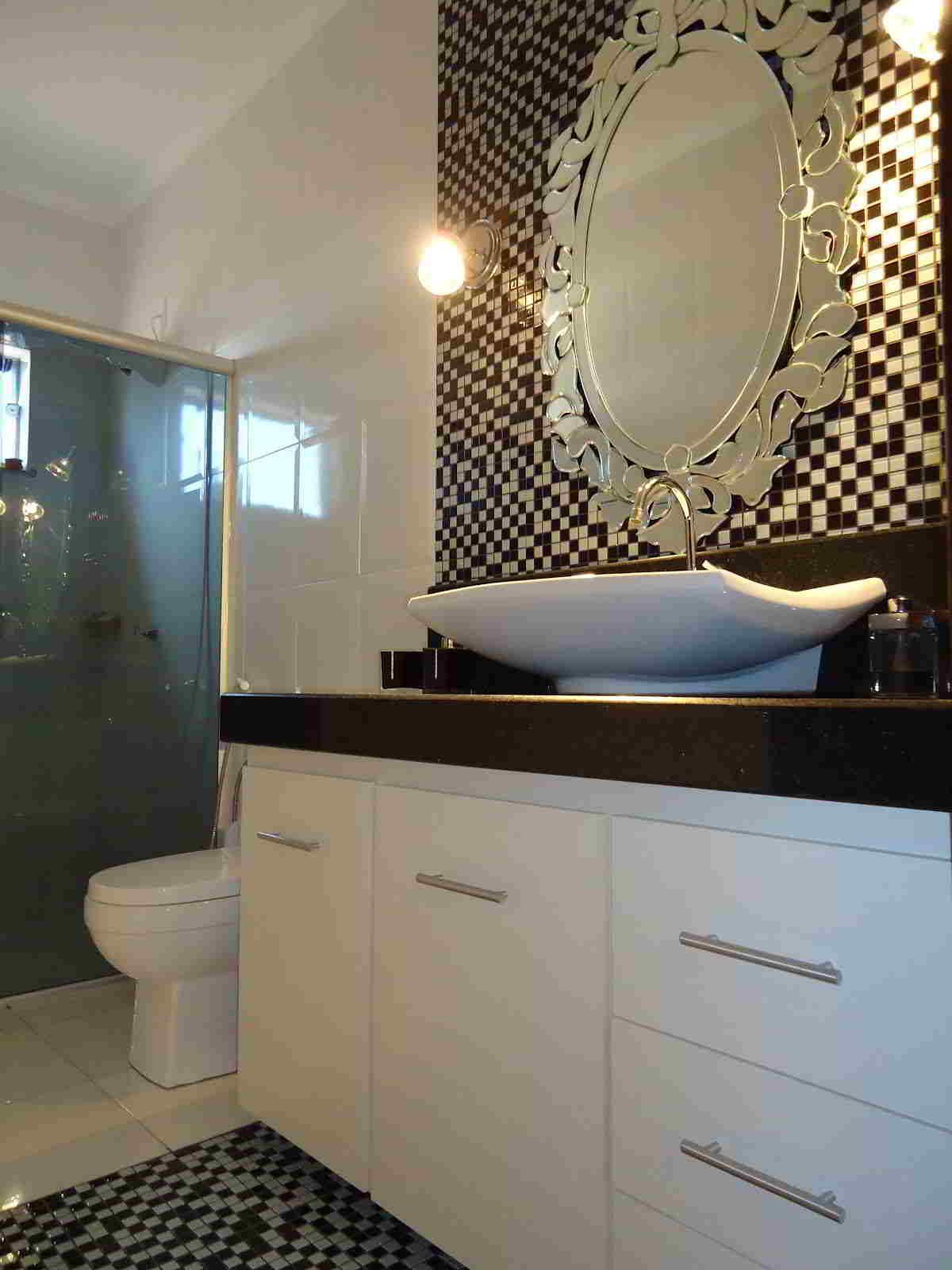Banheiros decorados: 15 inspirações de espelho para o seu banheiro  #897442 1200x1600 Banheiro Bege Fotos