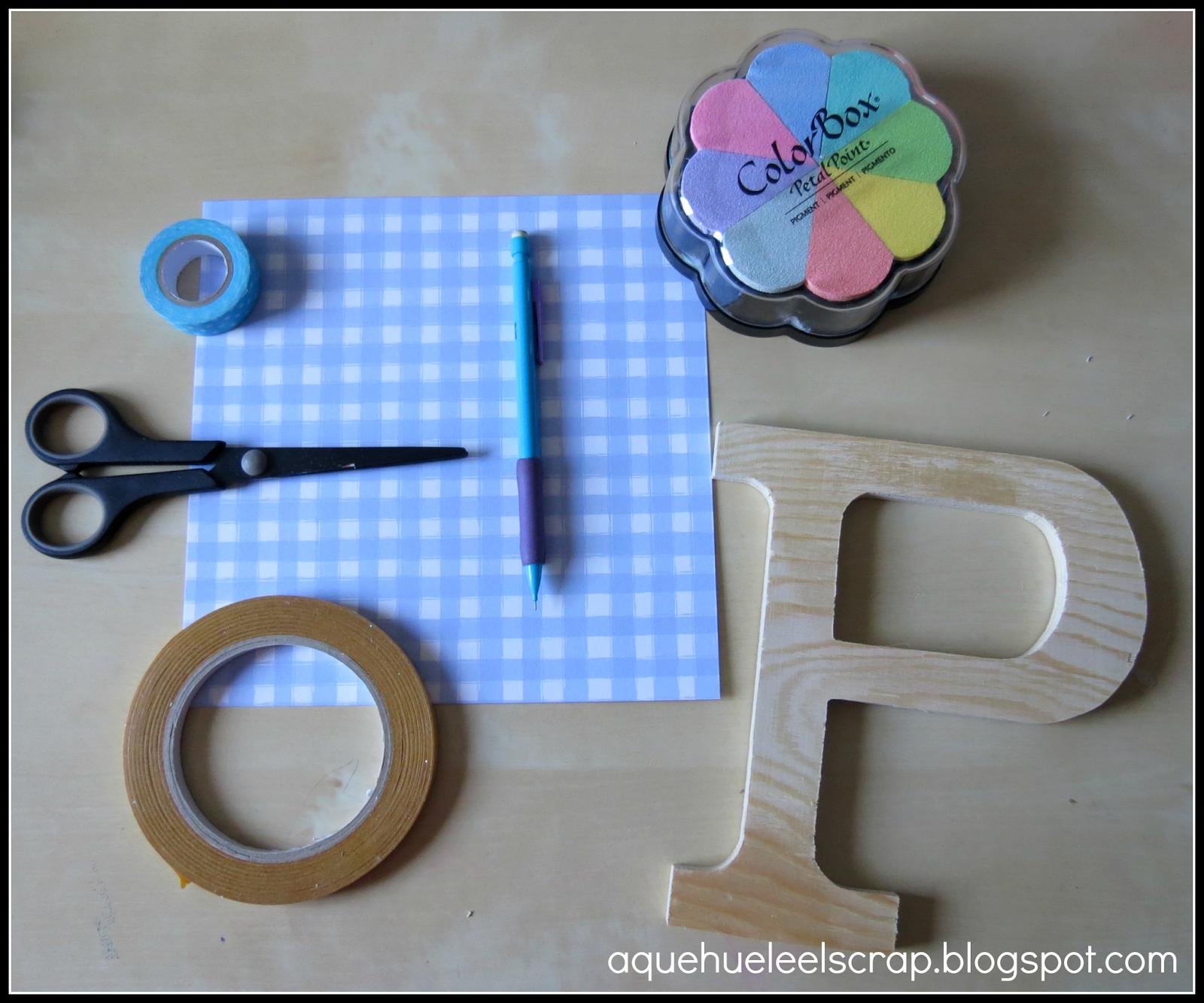 A qu huele el scrap tutorial decora una letra de madera for Como pegar papel mural en madera