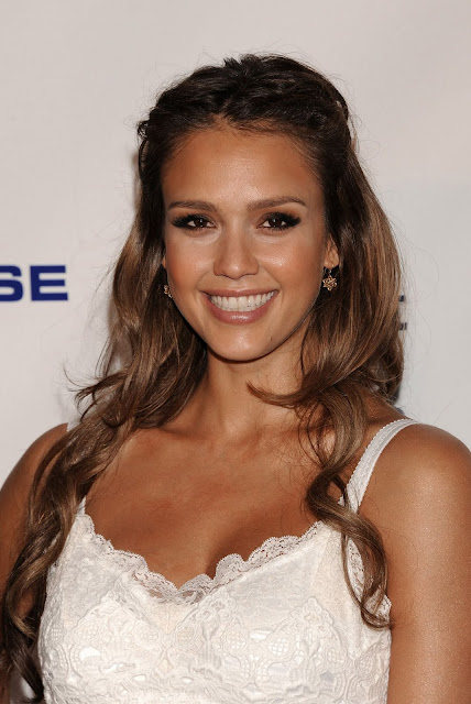 Jessica Alba In Dolce & Gabbana At 2011 Covenant House Cali Gala Awards