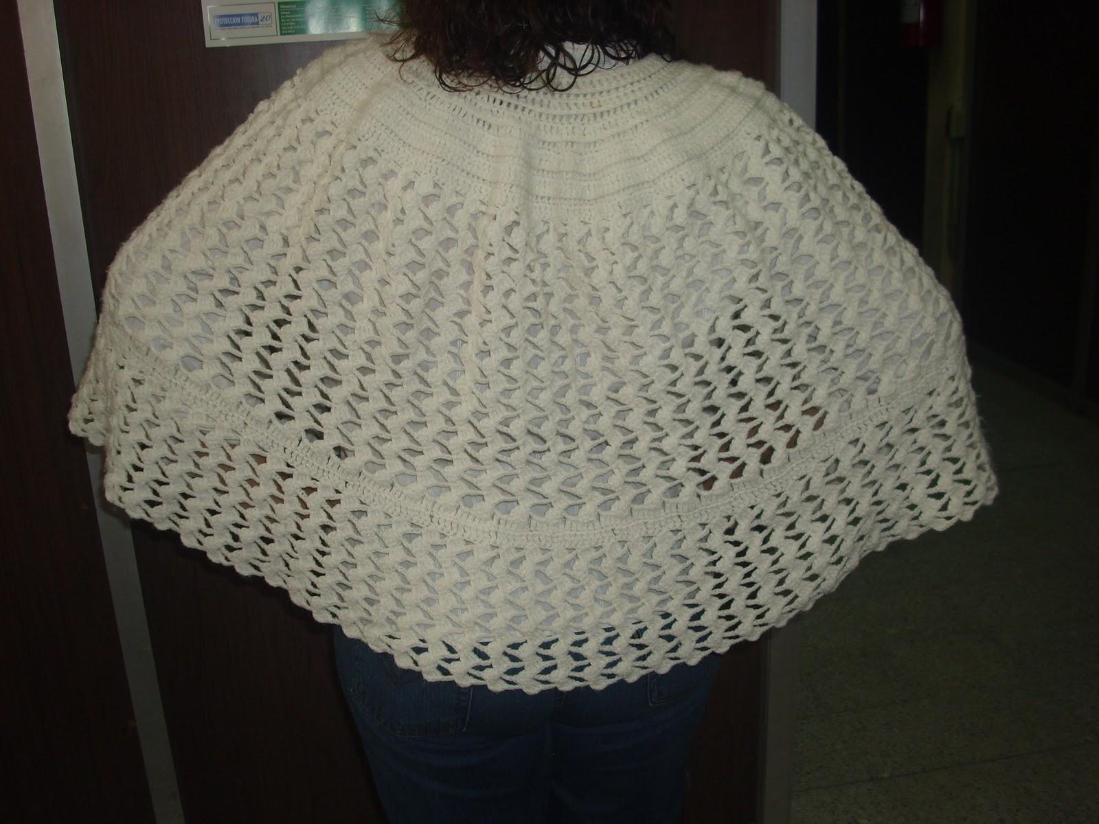Arañito tejedor: Clasica capa blanca en crochet