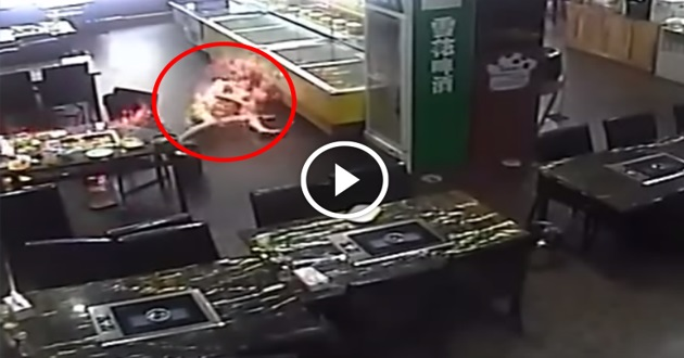 [VIDEO] NGERI ! Wanita Mati Terbakar Ketika Makan Steamboat
