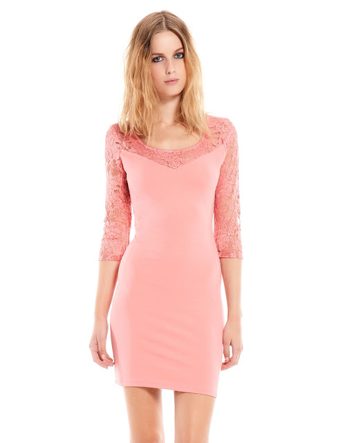 pembe elbise, yakası ve kolları dantel elbise