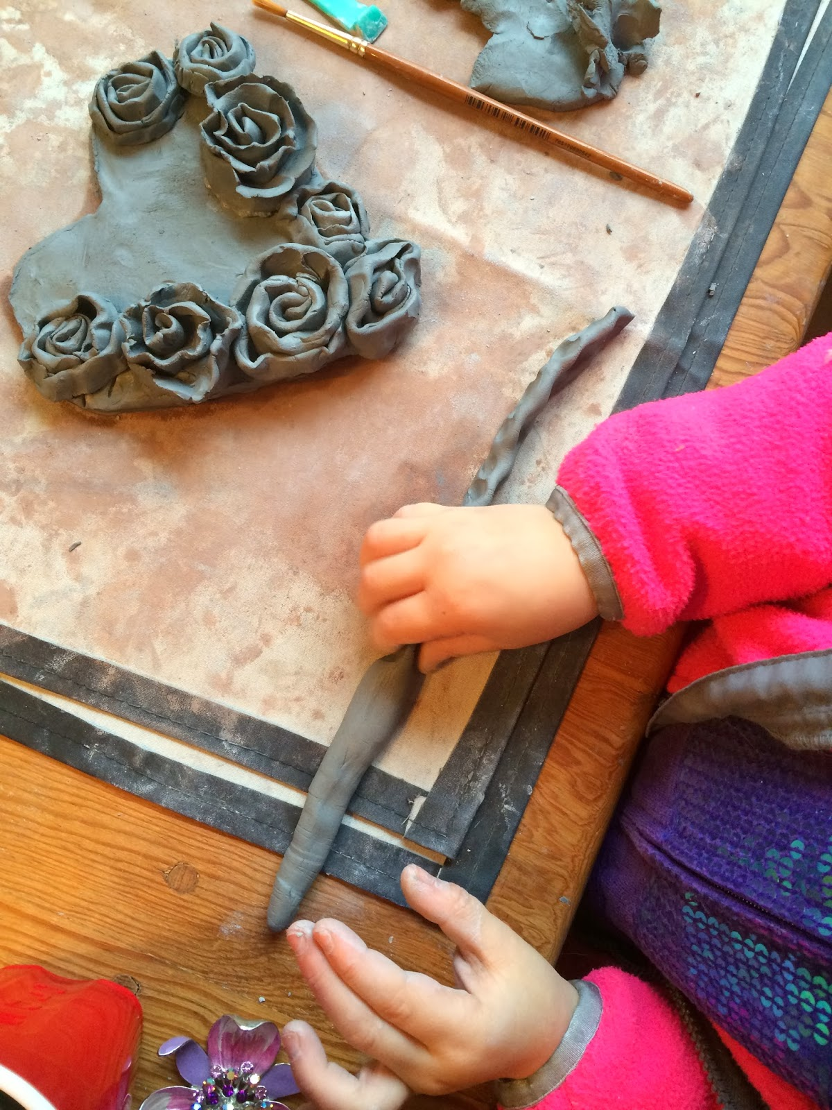 Smart class simple clay rose hearts for Clay making ideas