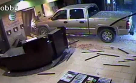 Meanwhile in US: Don't want to pay hotel bill? Simply crash your truck into lobby