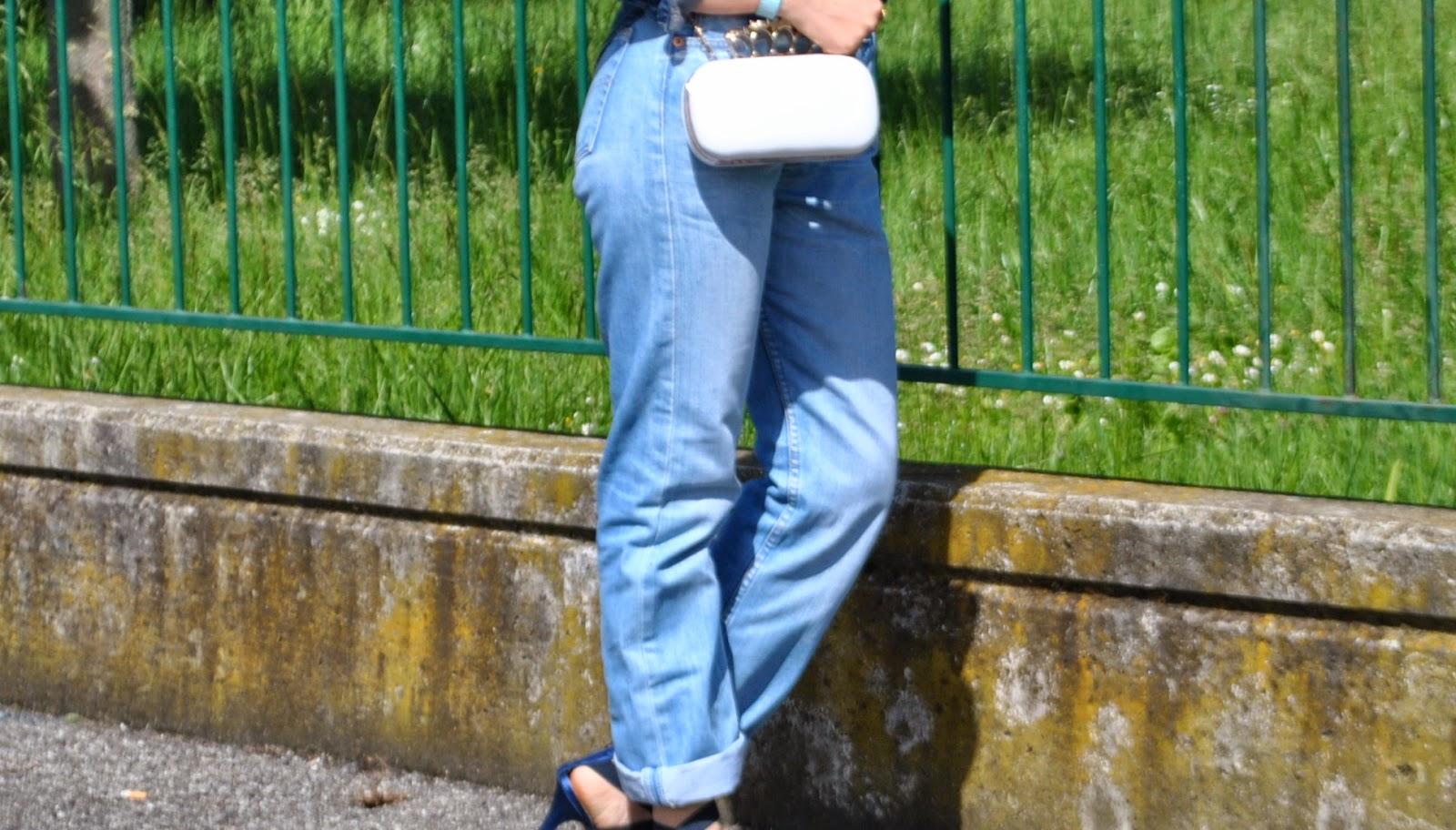 outfit denim outfit levi's 501 come indossare un vecchio paio di jeans come abbinare un veccio paio di jeans come indossare un vecchio paio di levi's 501 jeans arrotolati alle caviglie camicia in denim con stemmi cuciti camicia di jeans pimkie camicia in denim pimkie bracciale azzurro il centimetro clutch modello alexander mcqueen con teschio outfit borsa bianca jeans e tacchi outfit jeans e tacchi outfit primavera 2014 outfit primaverili fashion blogger italiane milano colorblock by felym blog di moda di mariafelicia magno outfit colorblock by felym outfit mariafelicia magno outfit maggio 2014 mariafelicia magno blogger di colorblock by felym occhiali da sole con lenti a specchio azzurre ragazze bionde outfit denim total look denim outfit jeans camicia in denim e tacchi alti jeans arrotolati camicia in denim con maniche arrotolate