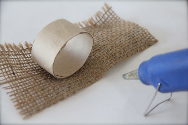 Cheap and adorable diy napkin rings homeagination accumulate several cardboard tubes from spent paper towel rolls cut the cardboard tubing into 2 inch rings cut strips of wrapping paper wallpaper or solutioingenieria Images