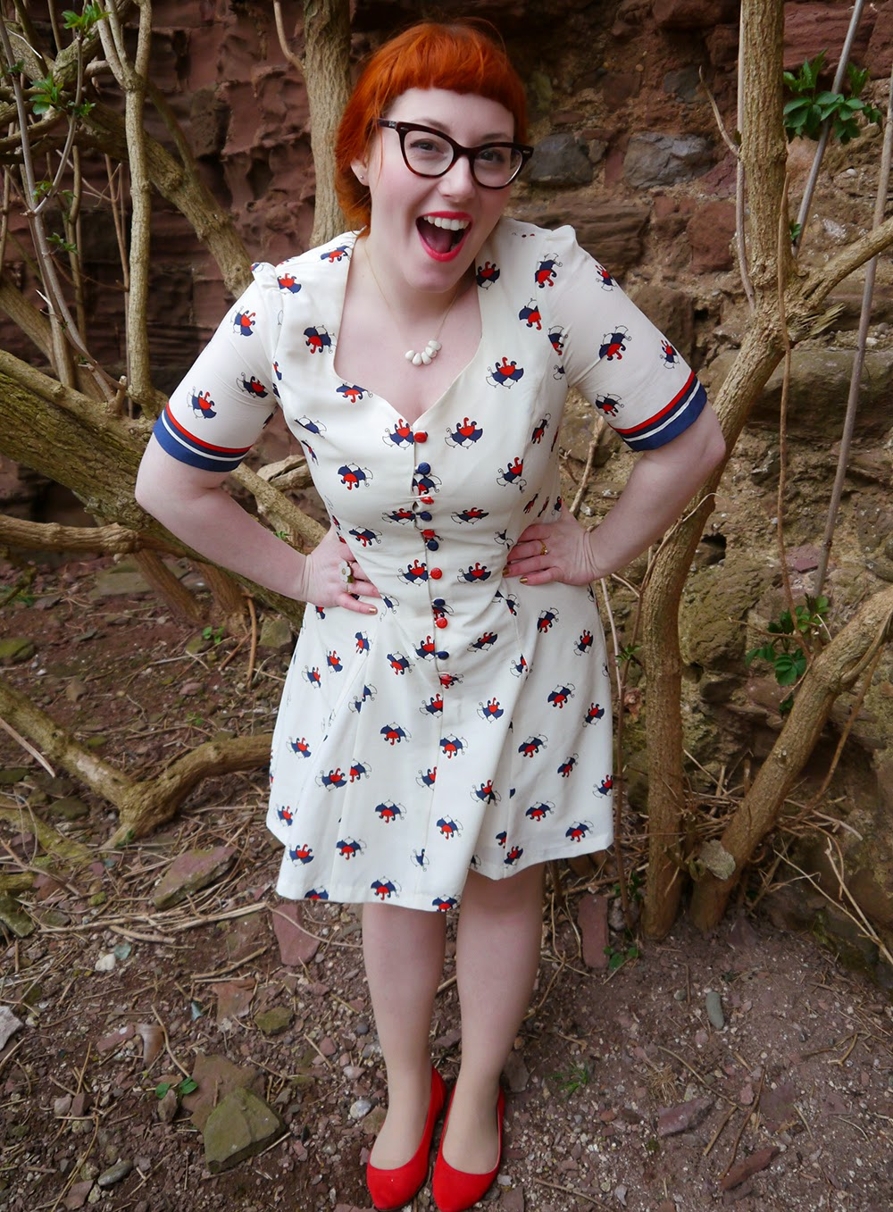 Scottish blogger, Ginger, red head, Vintage style dress, unmbrella print, Nishe dress, dreaming of spring, spring style