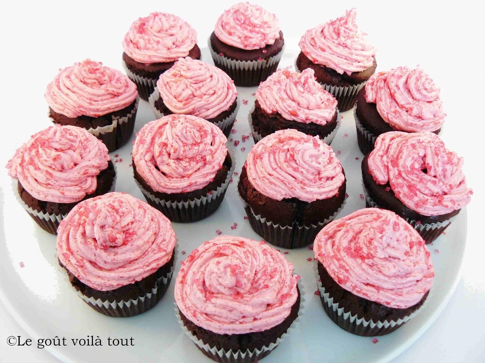 le go t voil tout cupcakes au chocolat et leur gla age framboises. Black Bedroom Furniture Sets. Home Design Ideas