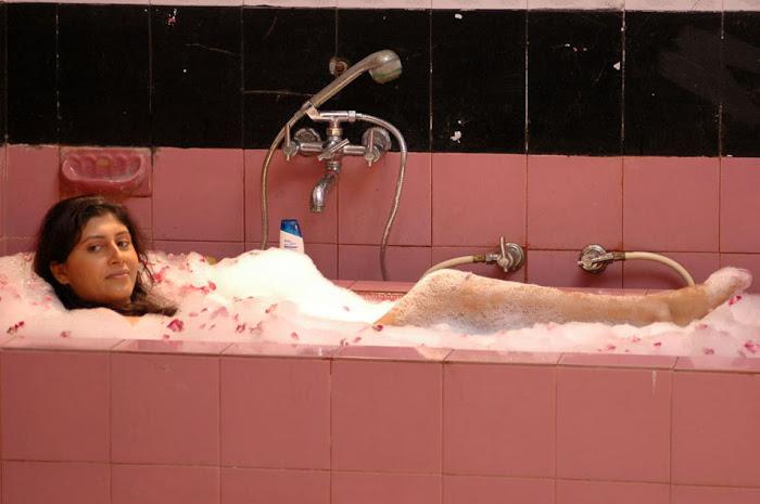 sakshi movie in bathtub