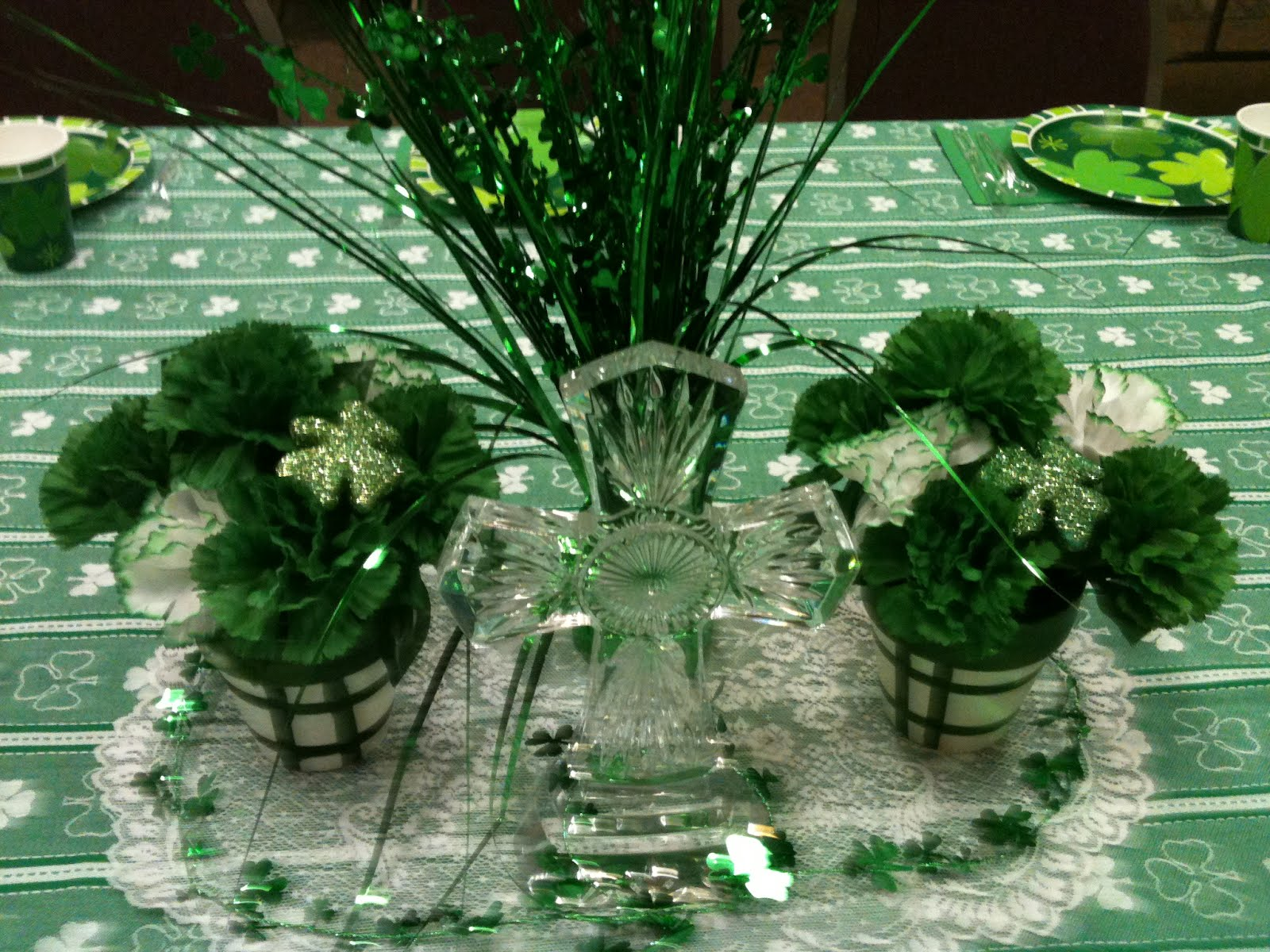 Make it delightful st patrick 39 s day table decor for St patricks day home decorations