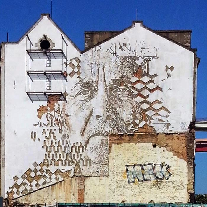 While you discovered his newest piece in Portugal a few days ago (covered), Vhils is back at it with a brand new piece which was recently finished somewhere in Lisbon.