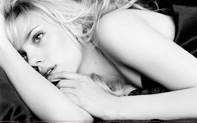 Scarlett Johansson_Wallpaper black and white