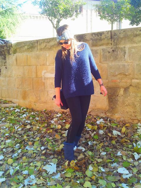 Las cintas de pelo de lana son una tendencia total para este frío y son de Carita Bonita, otra opción son las botas ugg australia para ir a la moda y muy caliente