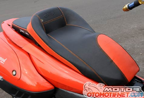 Modifikasi Honda PCX 150 Orange Siap Touring