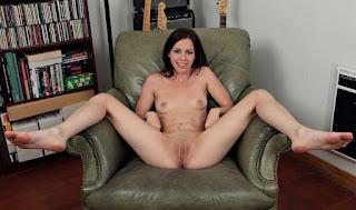 Horny and twerking - rs-ver090MAR_280119071-757723.jpg