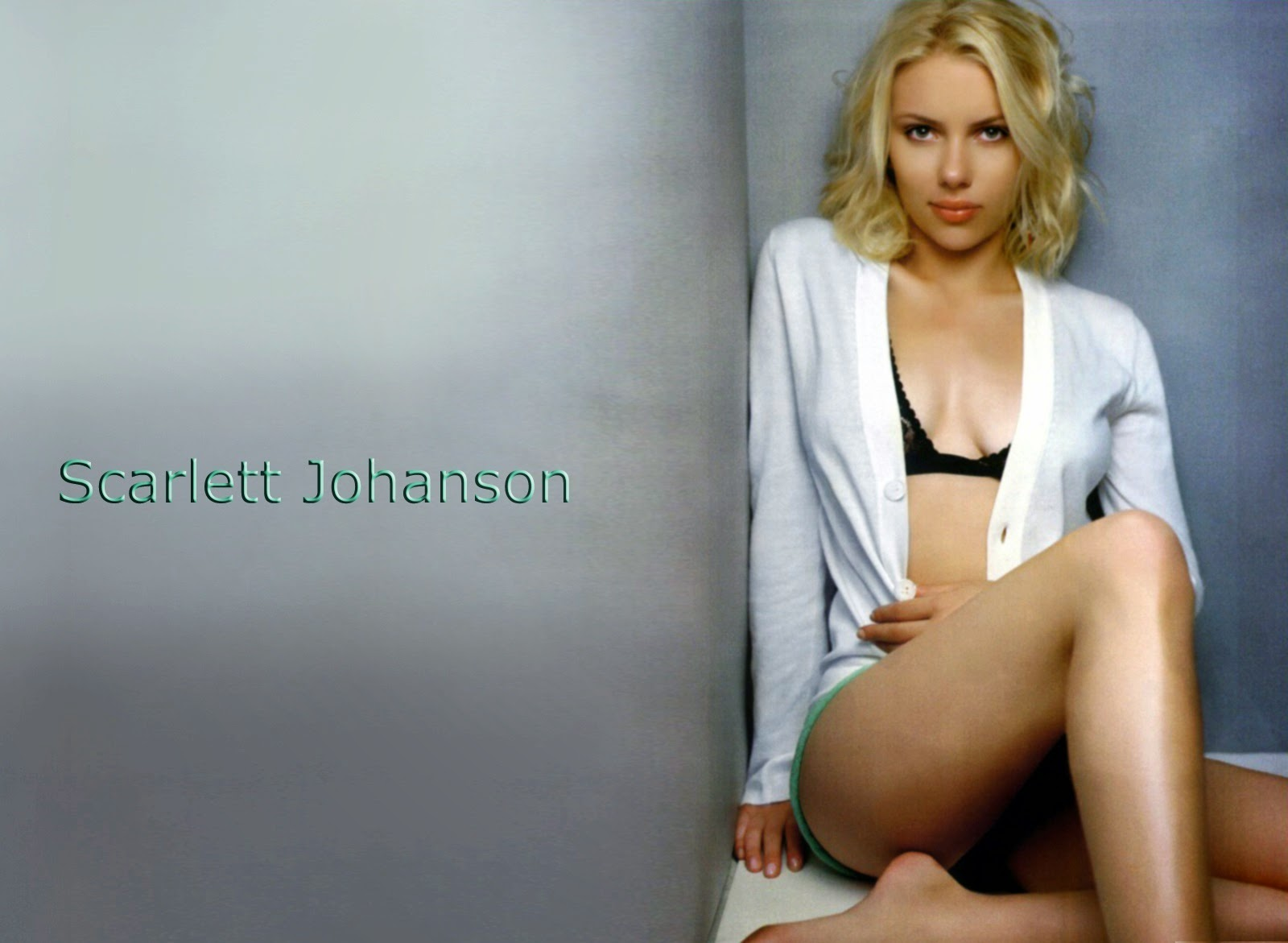 Scarlett Johansson Actress in Black Bra Without Cloths HD Images