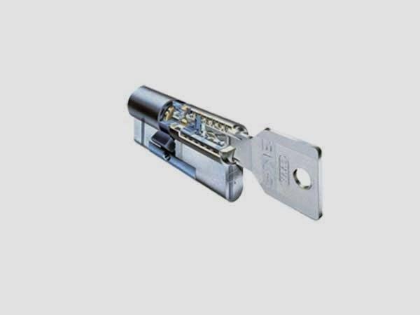 Come cambiare la serratura di una porta casa servizi - Cambiare serratura porta ...
