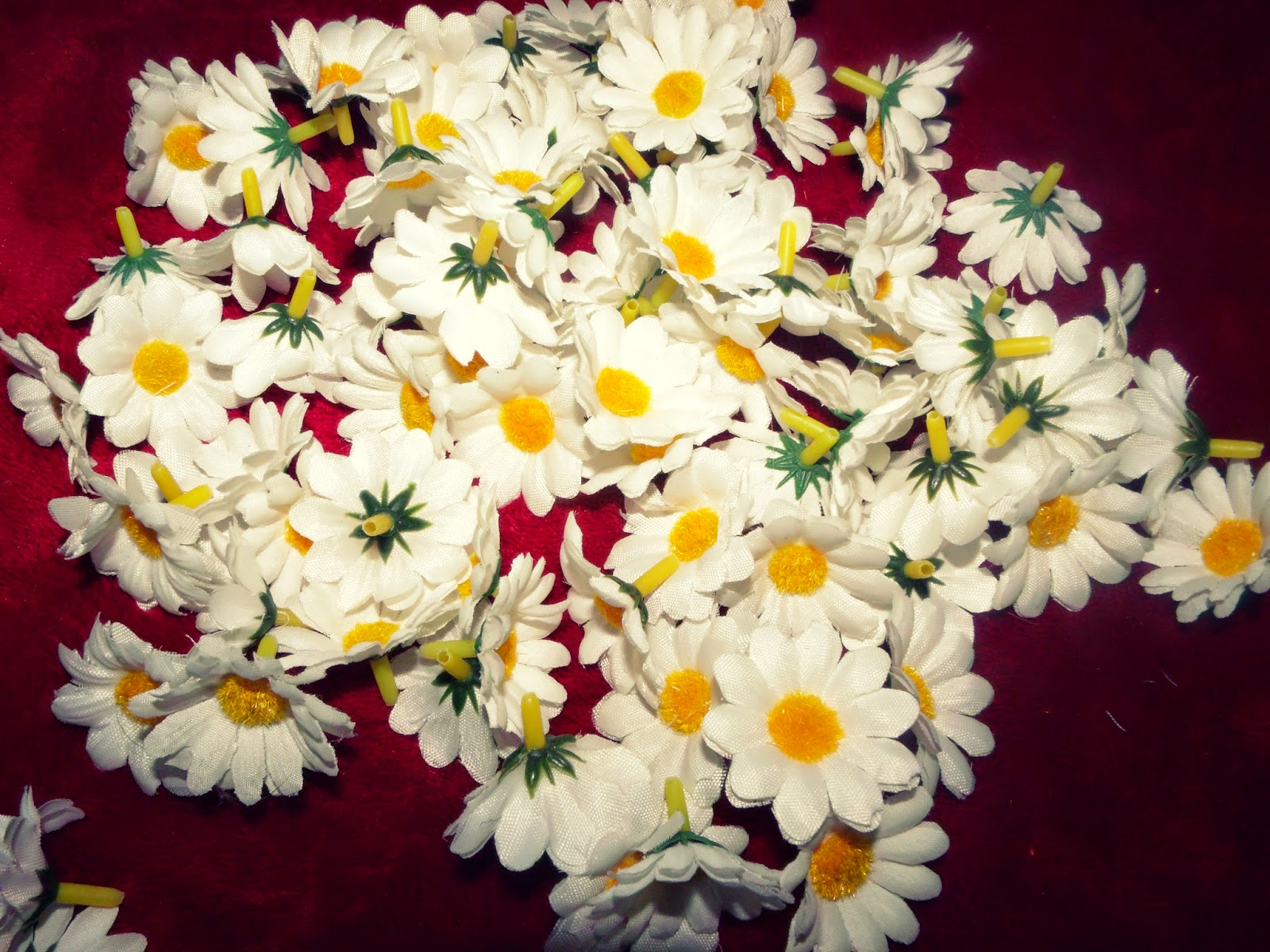 Basically bella easy diy tumblr inspired daisy headband flower continue adding your daisies til your headband is complete keep in mind the headband is elastic so even though the one i made look likes the flowers izmirmasajfo