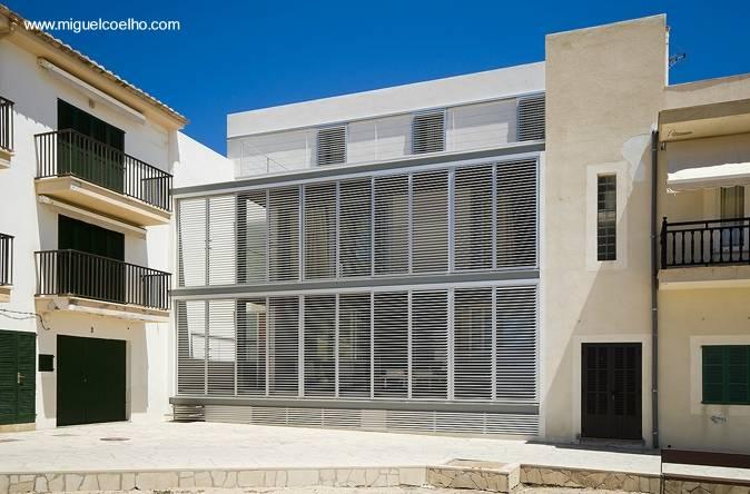 Arquitectura de casas casa de doble acceso entre for Casa moderna 5