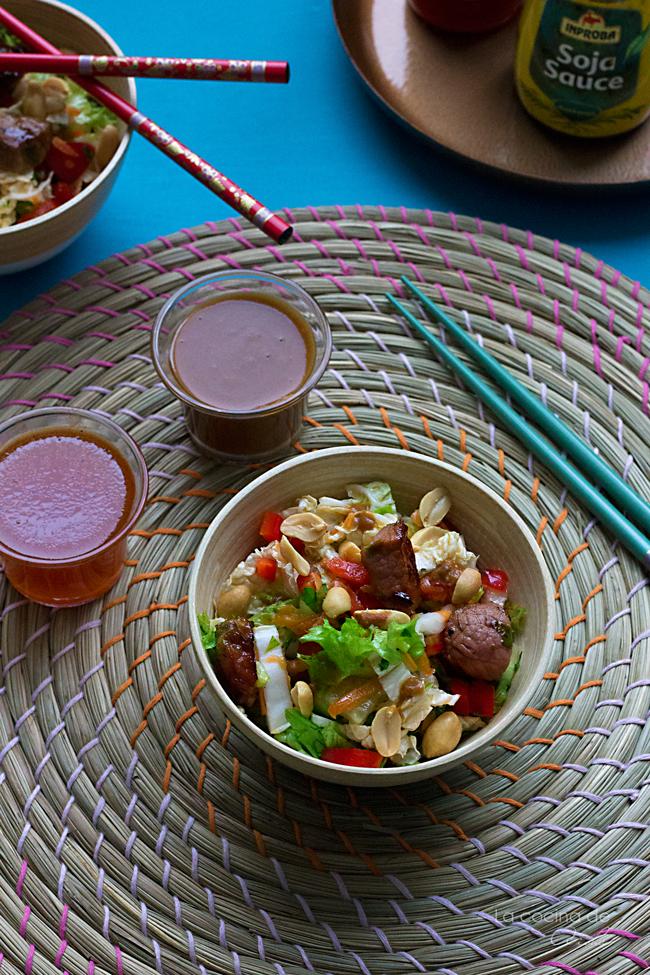 Ensalada Thailandesa Con Ternera Y Salsa De Cacahuete
