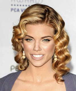 AnnaLynne McCord Pin Curls Hairstyle