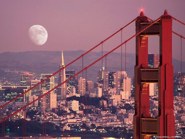 луна над городом
