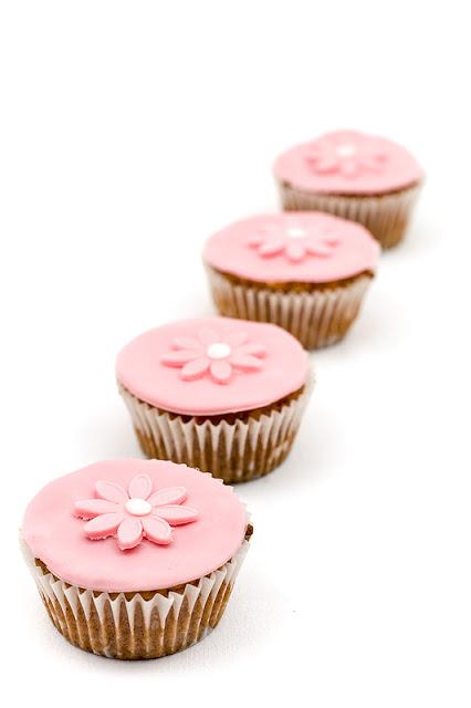 Princeskini kolački vegan Princess muffins focus on front