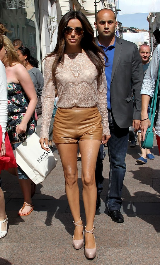 Eva Longoria went for a walk in a small leather short at Cannes
