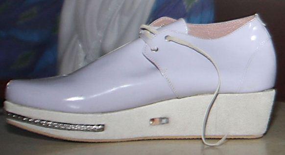 http://3.bp.blogspot.com/-7_Smp_vcwqE/UZFXclJ8XiI/AAAAAAAAbvA/U-rYRfq-BSM/s1600/sepatu+anti+perkosaan.JPG