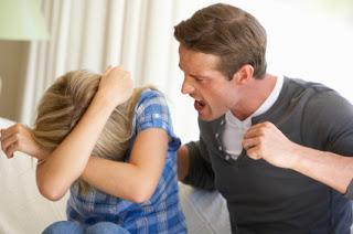 الرجل الذي لا يقبل رفض المرأة أكثر ميلا للعنف الجنسي - رجل يضرب امرأة - man hit woman - man shout at woman