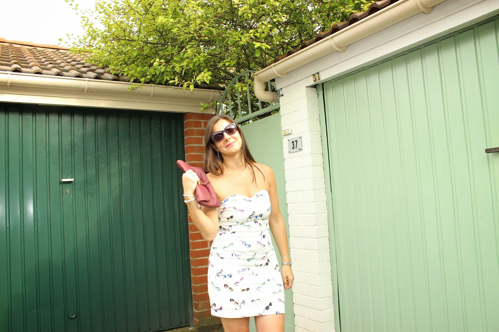 robe à lunettes naf naf, chaussures Geox, lunettes Sunglasseshop Polaroid