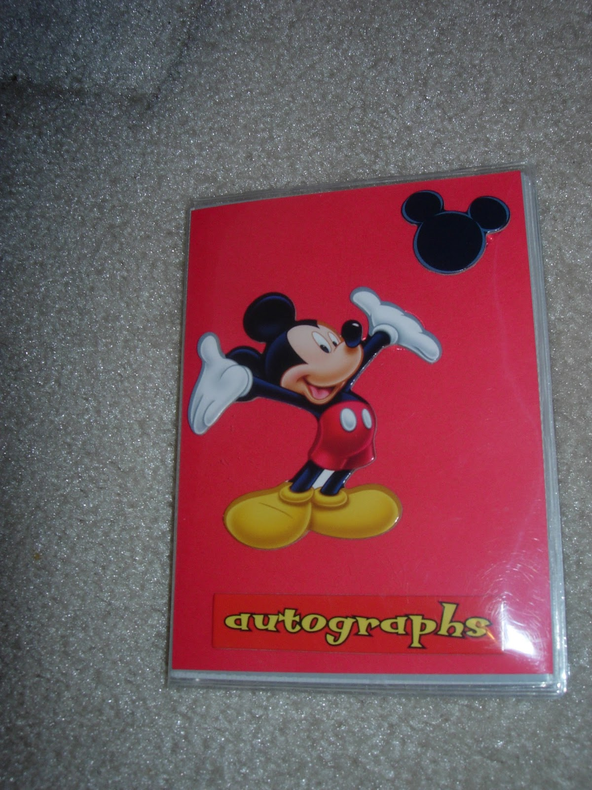 Do it yourself disney vacation autograph books tips from the do it yourself disney vacation autograph books solutioingenieria Image collections